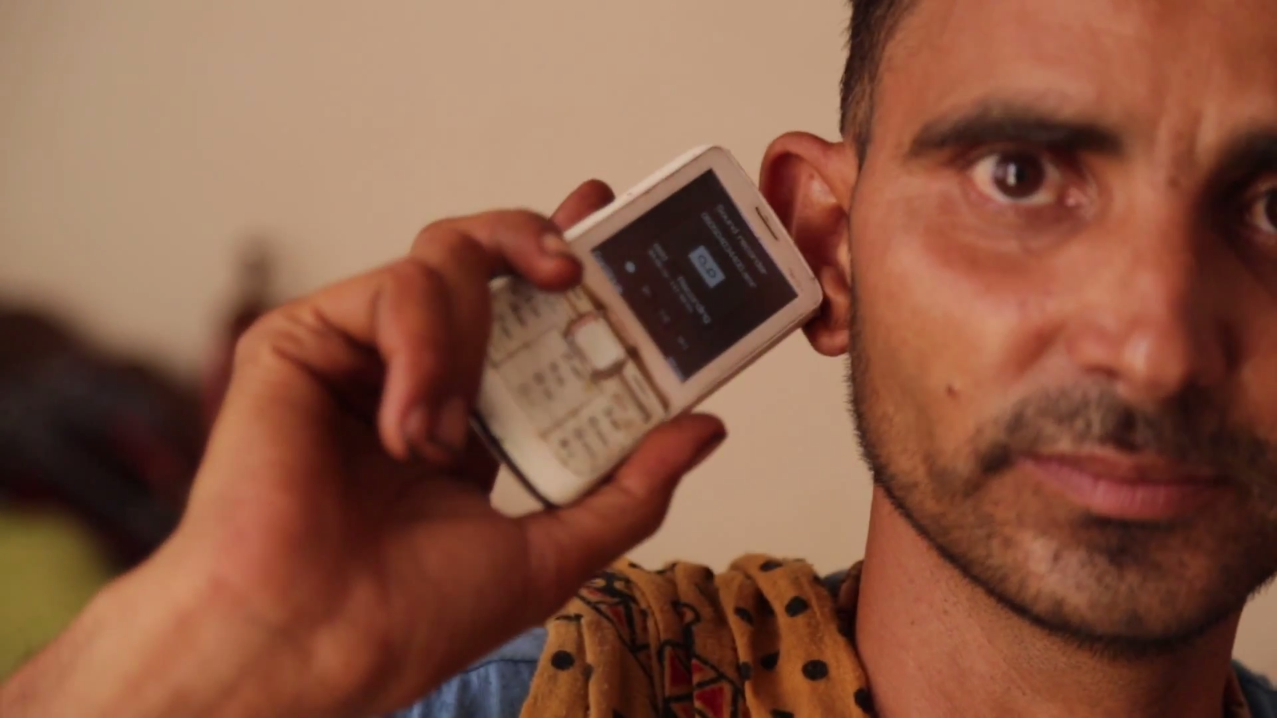 Chatur listeners to Udaan using a card on his mobile phone