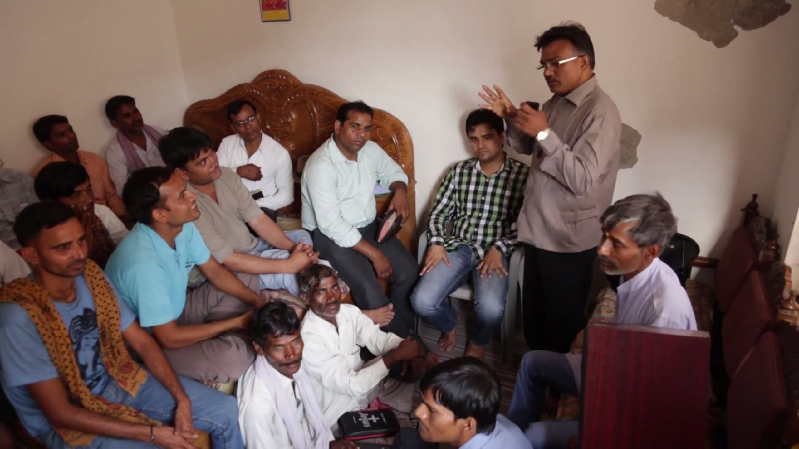Udaan Radio producer & pastor Prakash meets a listener group